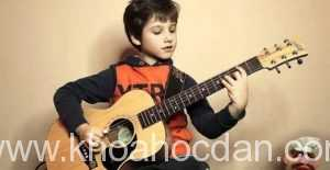 học đàn guitar có khó không