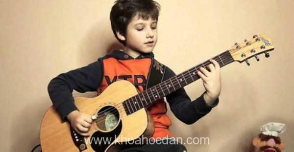 học đàn guitar dễ có khó không