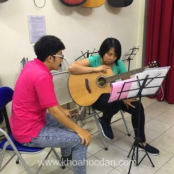 Trung tâm khóa lớp dạy học guitar ở đâu tại tphcm