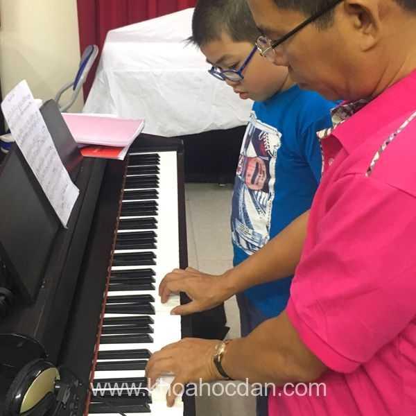 Kinh nghiệm mua đàn piano cho con học