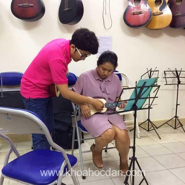 Học đàn ukulele TPHCM