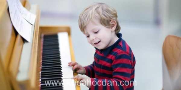 Những điều cần biết khi con của bạn học đàn piano