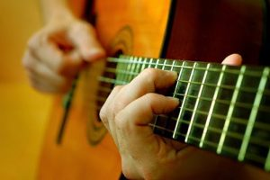 Những lỗi cơ bản khi chơi đàn guitar
